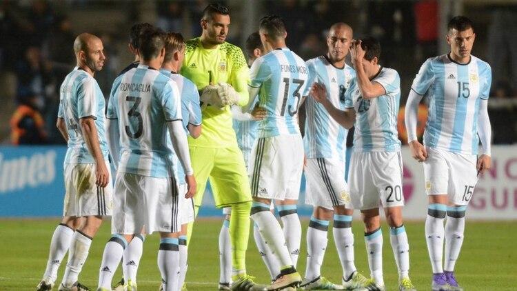 5ee3cc178706c La AFA dio a conocer la numeración oficial de los futbolistas argentinos  para afrontar la Copa América Centenario que tendrá el debut del combinado  nacional ...