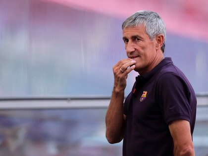 Soccer Football - Champions League - FC Barcelona Training - Estadio da Luz, Lisbon, Portugal - August 13, 2020   FC Barcelona coach Quique Setien before training   Manu Fernandez/Pool via REUTERS