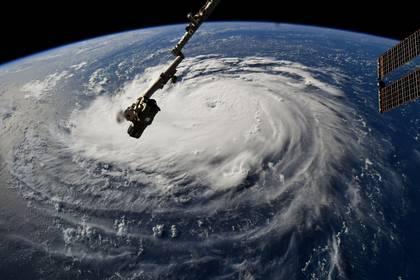Esta foto de la NASA muestra una vista desde la Estación Espacial Internacional del Huracán Florence frente a la costa este de los EEUU en el Océano Atlántico (Foto: AFP/ NASA / Handout Y Ricky ARNOLD)