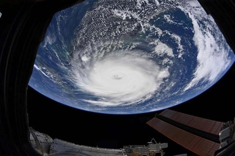 Una imagen del huracán Dorian tomada desde la estación Espacial Internacional cuando ya se había convertido en categoría 5(Foto: Christina Koch/NASA/Handout via REUTERS)