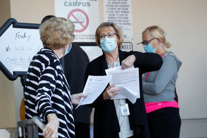 La vacunación es gratuita y contempla a mayores de 65 años (REUTERS/Octavio Jones)