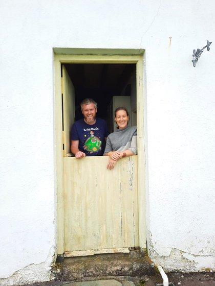 En 2020, Eoin Boyle y Annie Birney, una pareja de Dublín, fueron contratados como cuidadores de la isla tras un anuncio que atrajo más de 23.000 solicitudes de todo el mundo. Además, se reformaron y rehabilitaron numerosas casas de la isla para su uso como alojamiento turístico (Great Basket Island)