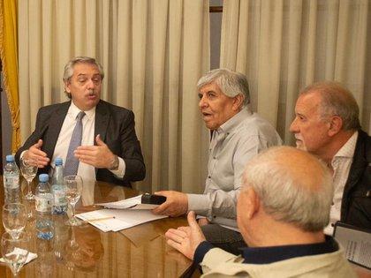 Alberto Fernández y Hugo Moyano, que durante la semana visitó la Casa Rosada, igual que el titular de la CGT, Héctor Daer