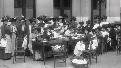 Damas de la Sociedad de Beneficencia de Buenos Aires, precursora