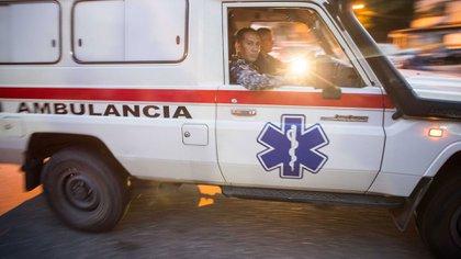 Una ambulancia llega al penal (EFE)