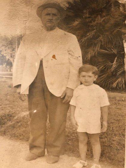 Alfredo con su abuelo Justo