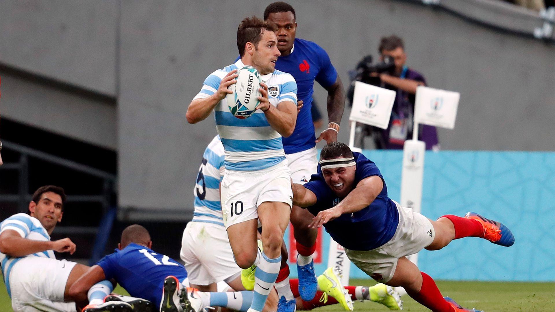 Si bien el nivel de Nicolás Sánchez había sido bajo, para el grupo fue inentendible que el goleador del Mundial anterior ni siquiera haya ido al banco frente a Inglaterra. REUTERS/Matthew Childs