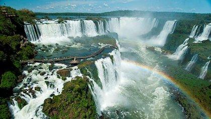 Las Cataratas del Iguazú están dentro de la selva paranaense y representan una oportunidad inmensa para el desarrollo del ecoturismo.