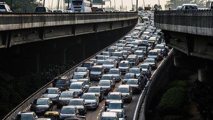 Los problemas de congestión de tránsito contribuyen a una menor calidad del aire