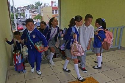 El ciclo escolar 2020-2021 iniciará a distancia mediante televisión y radio (Foto: Archivo)
