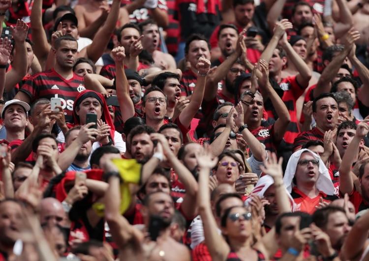 Desde Perú afirman que más de 60 mil aficionados del Mengao llegaron para alentar a su equipo