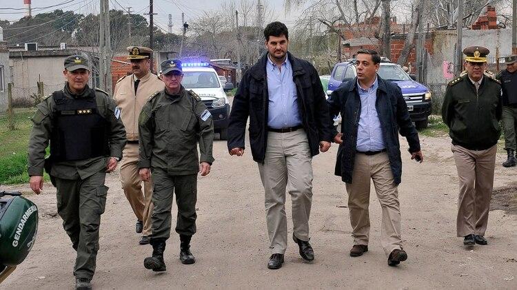 El secretario de Seguridad, Eugenio Burzaco, junto al subsecretario de Políticas de Seguridad, Darío Oroquieta, durante un operativo