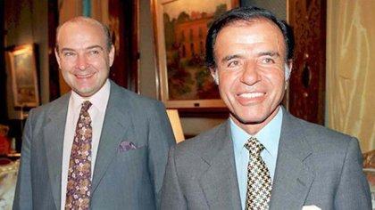 Domingo Cavallo asumió como ministro de Economía de Menem el 1° de marzo de 1991, tras dejar la Cancillería y reemplazar así a Erman González, quien confiscó los plazos fijos de los ahorristas y los cambió intempestivamente por un bono a largo plazo en dólares. La política económica que definiría su gestión fue la Ley de Convertibilidad, que establecía la paridad del dólar con el peso