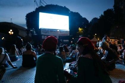 "Militantes ""verdes"" pasaron la noche frente al Congreso (Foto: Catalina Calvo Doval)"