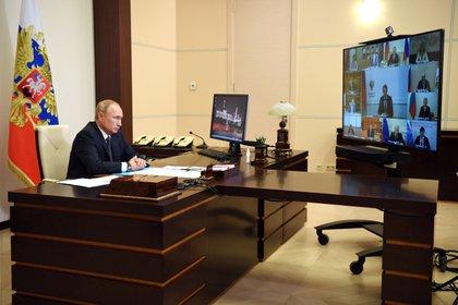 El presidente ruso, Vladimir Putin, anuncia la aprobación de la vacuna contra el coronavirus que desarrolló un instituto de su nación (Reuters)