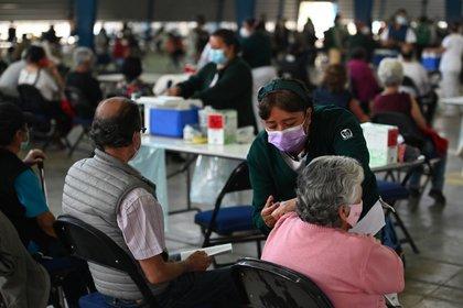 En total, durante los primeros siete días, el gobierno de la CDMX esperaba aplicar la dosis contra COVID-19 en 161 mil 990, pero sólo llegaron 141 mil 241 (FOTO: DANIEL AUGUSTO /CUARTOSCURO.COM)