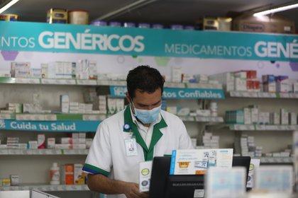 La Cofepris estableció algunas restricciones en la venta de medicamentos para tratar a pacientes ambulatorios con COVID-19 (Foto: EFE)