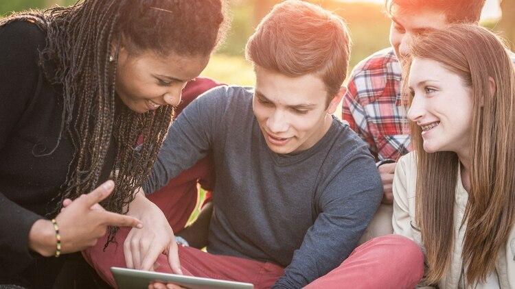 La generación Z representa cerca de 830 mil millones de dólares en las ventas minoristas en Estados Unidos cada año. (iStock)