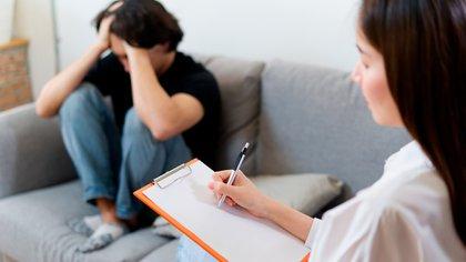 La divulgación y la detección (Shutterstock) es una estrategia importante para llegar a las personas con trastorno de estrés postraumático poscoito.