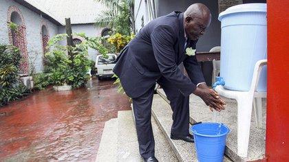 La falta de higiene también resulta más grave en países donde el sistema de salud es carente y no cuentan con suficiente agua para realizar este procedimiento (Foto: EFE)