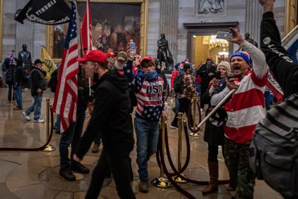 Partidarios de Donald Trump durante al asalto al Capitolio el pasado 6 de enero (Europa Press)