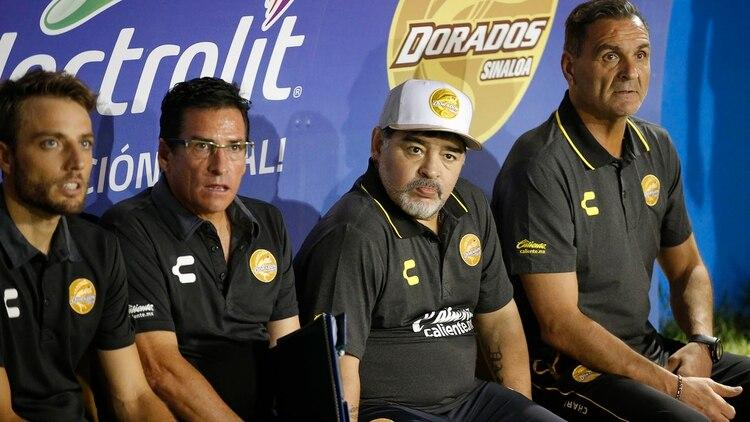 Maradona extendió su contrato para dirigir a Dorados en el torneo Clausura 2019 (Foto: AP)