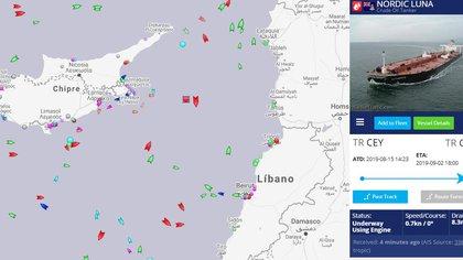 El petrolero Nordic Luna junto al Adrian Darya 1 (MarineTraffic)