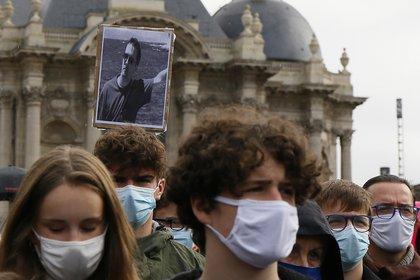 Una foto de Samuel Paty en una manifetación en Lille, al norte del país