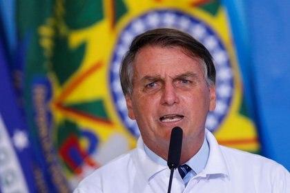 IMAGEN DE ARCHIVO. El presidente brasileño, Jair Bolsonaro, habla durante una ceremonia en el Palacio Planalto, en Brasilia. Enero 12, 2021. REUTERS/Adriano Machado