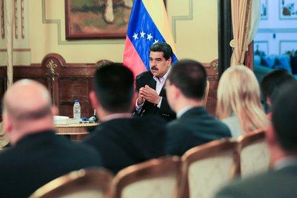 Nicolás Maduro, asiste a una reunión con miembros del cuerpo diplomático venezolano después de su llegada de los Estados Unidos al Palacio de Miraflores en Caracas.