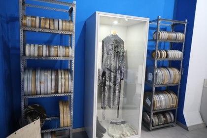 La célebre bata de Gatica se exhibió en una muestra de Avellaneda, en homenaje a Favio (Prensa Municipalidad de Avellaneda)