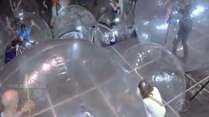 El público disfrutó el show dentro de burbujas