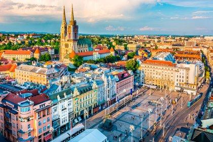 Zagreb, la capital de Croacia, fue una vez una fortaleza medieval, pero su historia se remonta al imperio romano, que es evidente en sus estrechas calles empedradas y en muchas torres e iglesias antiguas (Shutterstock)