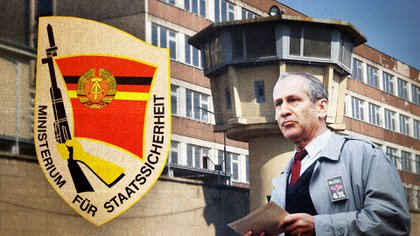 Markus Wolf, jefe del servicio secreto exterior de la Stasi, el emblema de la organización y una de sus prisiones