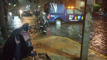 La Ciudad de México sufrió intentas lluvias de más de 100 ml el 15 y 16 de septiembre por lo que hubo varias inundaciones (Foto: Twitter @BJAlcaldia)