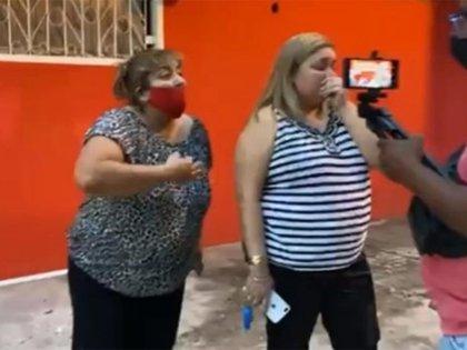El momento de la denuncia pública de una de las hermanas Díaz, en Tartagal.