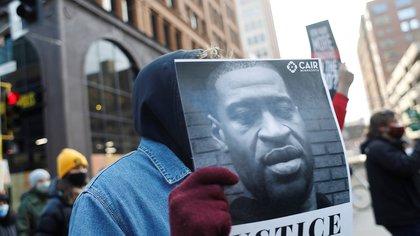 """Expectativa por el veredicto del juicio por la muerte de George Floyd: """"El mundo está mirando"""""""