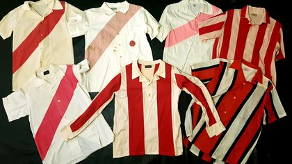 Algunas de las camisas usadas por jugadores de River entre los años 1932 y 1967
