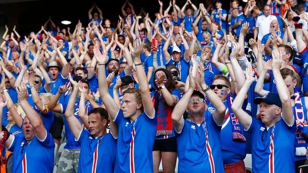 Los futbolistas esperan el aliento de su gente en Rusia (Reuters)