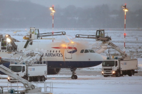 Un avión en el aeropuerto de Duesseldorf, Alemania (AFP)
