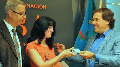 Gabriela Mansilla recibe el dni de su hija