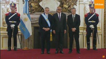 Alberto Fernández y el canciller Felipe Sole con el enviado especial de Nicolás Maduro, George Rodríguez, para la inauguración presidencial