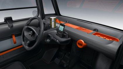 El celular dispone de un espacio especial y al conectarlo se transforma en la pantalla principal.