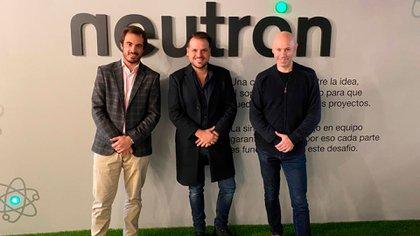 Bernardo Martínez Sáenz, presidente de Aticma, Maximiliano Gonzalez Kunz, CEO de Neutrón, y Renato Rossello, vicepresidente de Aticma y empresario.