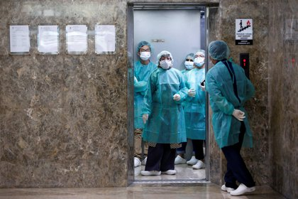 El virus, que ha matado a más de 1.100 personas e infectó a 45.000, ha obligado a cerrar plantas en todo el país y tendrá consecuencias sobre el crecimiento de la segunda economía mundial (Reuters)