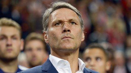 Marco van Basten se desempeña actualmente como comentarista deportivo