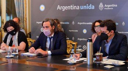 El Gobierno envió el proyecto para regular las restricciones: el Presidente podrá incidir en distritos que estén en alarma epidemiológica