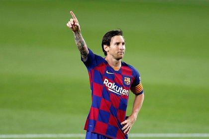 Messi marcó de penal en el último partido y llegó a los 699 goles - EFE/Alberto Estévez.