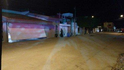 """""""El Cesarín"""" quedó tendido en la cochera de su casa en Navolato, Sinaloa (Foto: Twitter/LPueblo2)"""