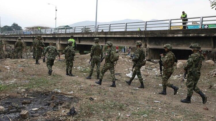 Las autoridades colombianas han aumentado su presencia en la frontera y los controles de seguridad, pero la expansión de las organizaciones criminales sigue aumentado, denunció Estados Unidos.(AP Photo/Fernando Vergara)